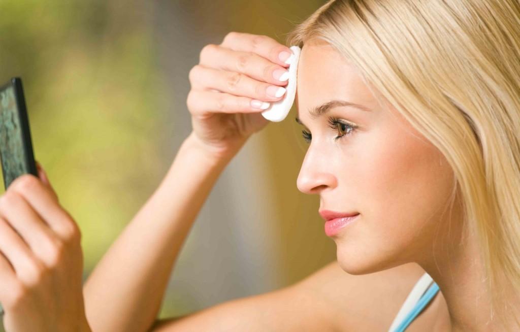 5 cách chọn nước tẩy trang cho da dầu